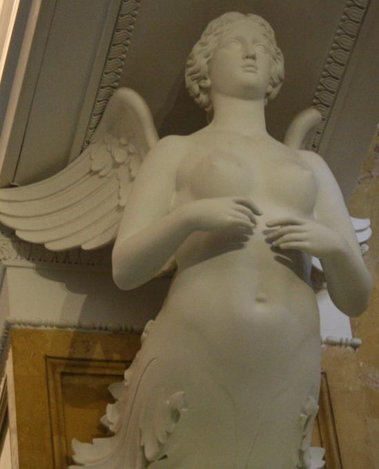 дама с крыльями