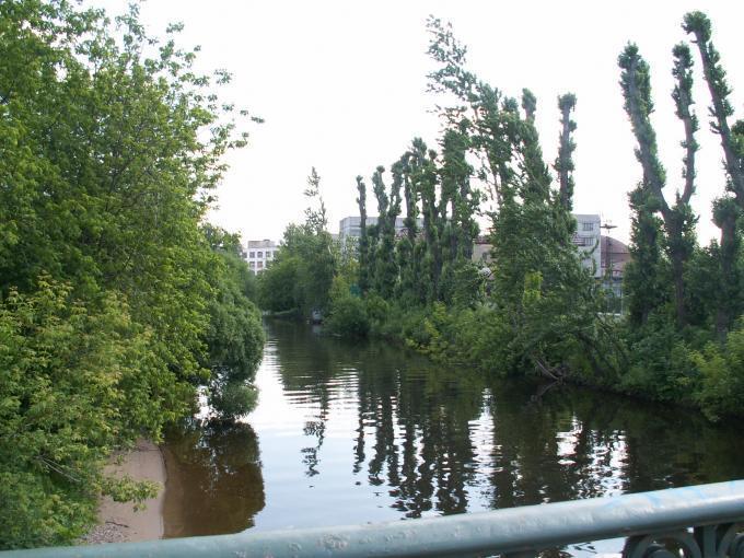 река и мост