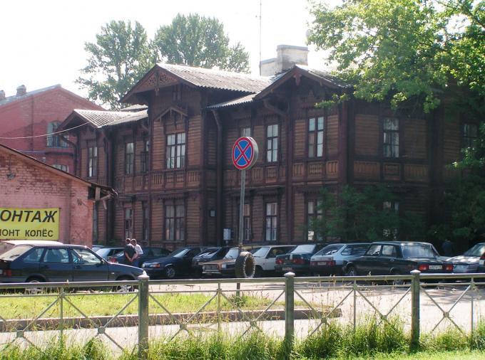 Деревянное здание в исторической части города.