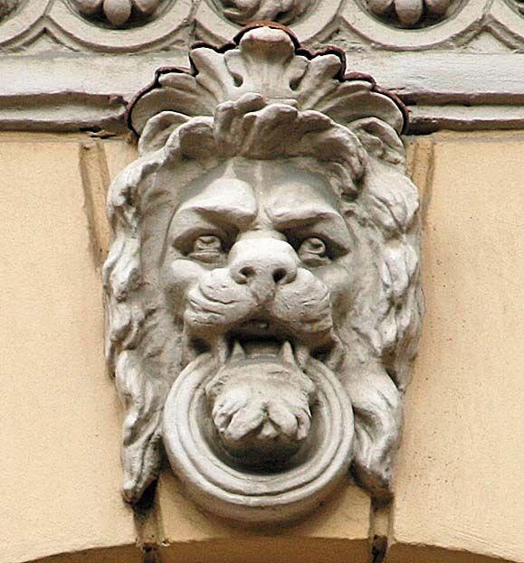 лев с кольцом