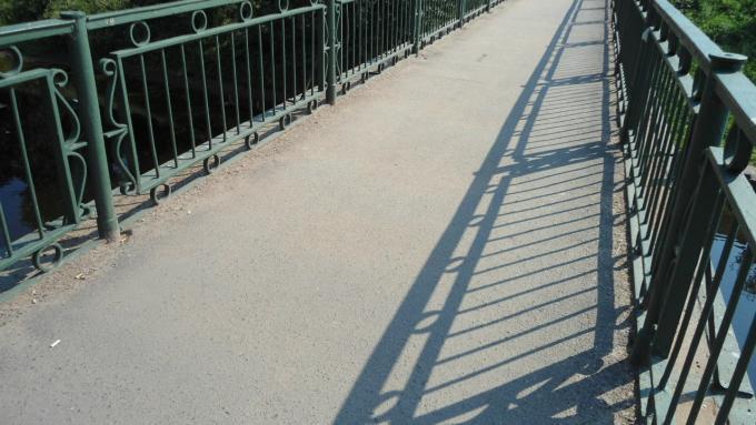 как по мостику-мосточку