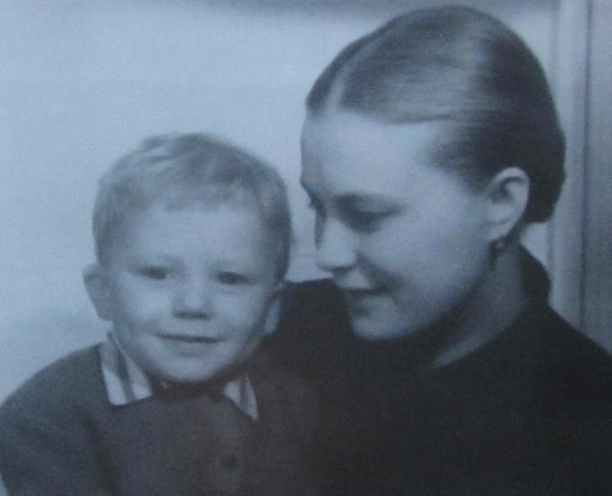 Мама с сыном (узнали ?)