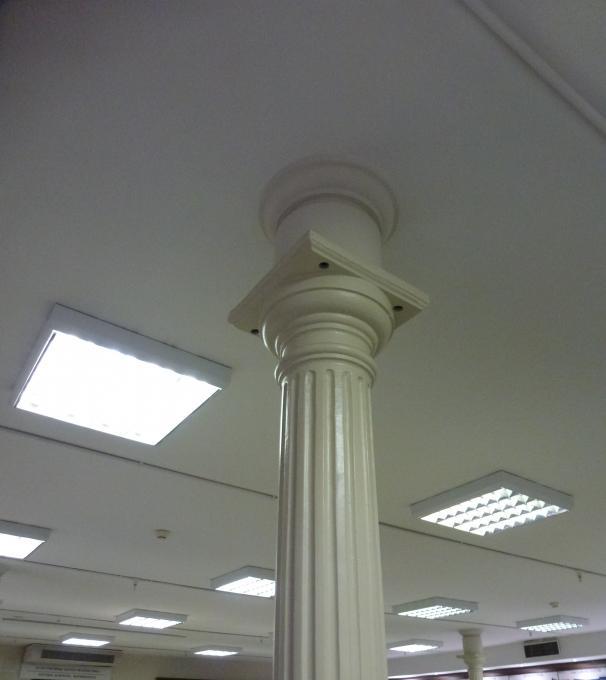 Где приподняли потолок?