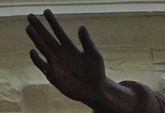Чья рука?