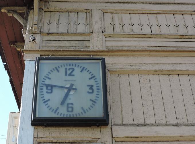 Старинные часы еще идут