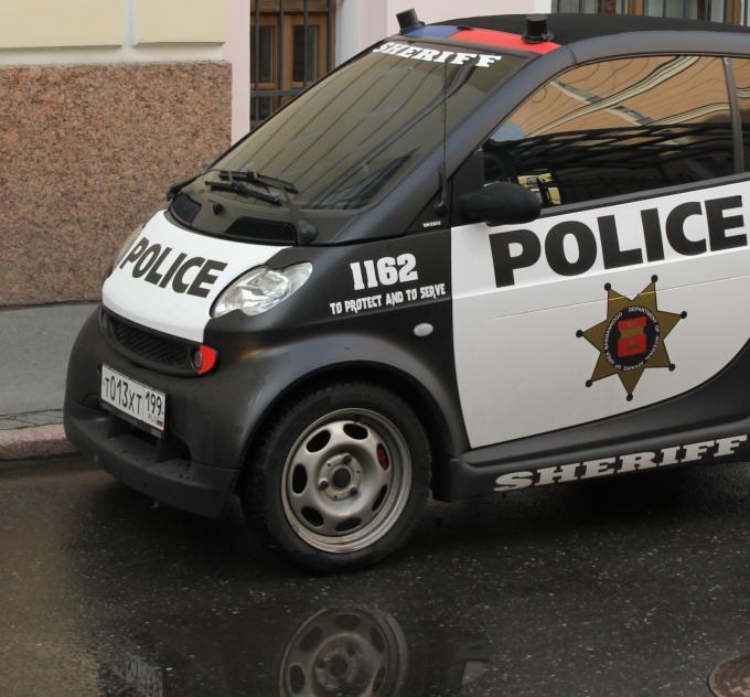 Где припарковалась полиция?)))