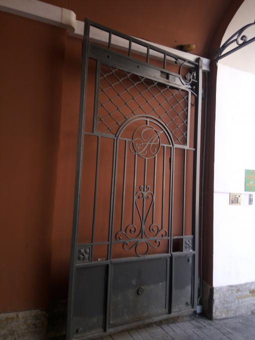 Ворота с монограммой
