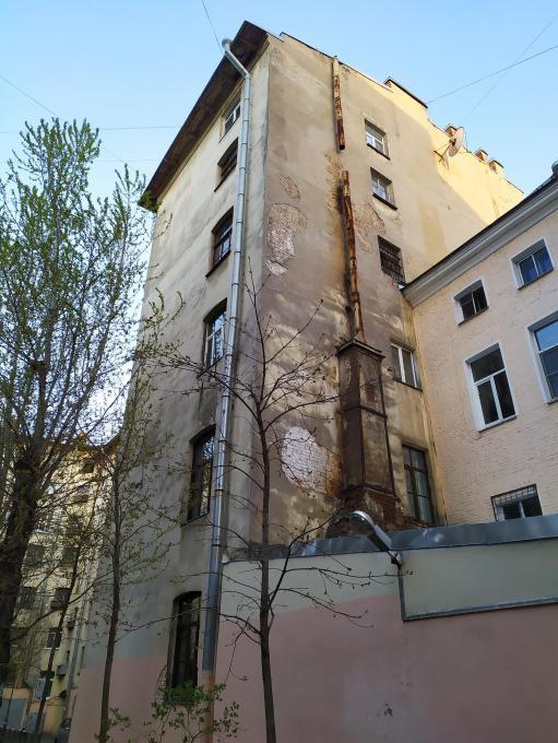 Стены старого дома...