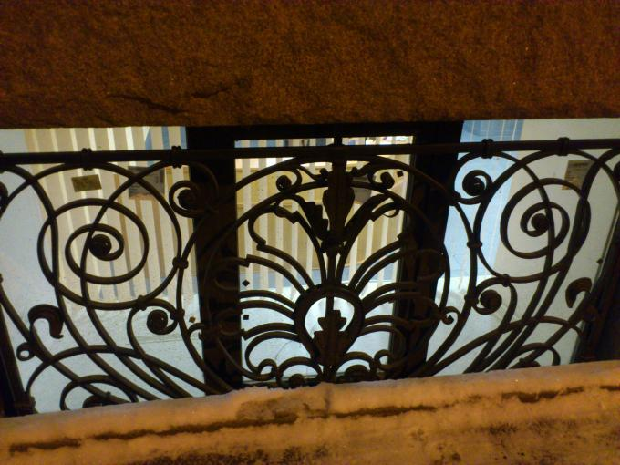 ...твоих оград узор чугунный...
