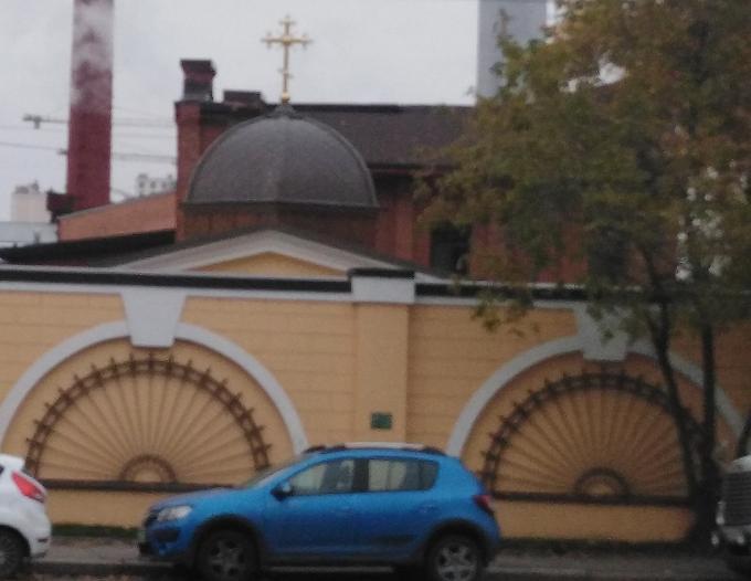 Где находится этот каменный забор, труба и купол церкви?