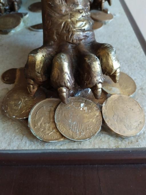 В надежных лапах твердая валюта