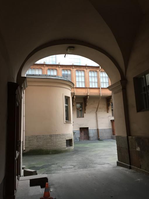 Где спрятались балконы?