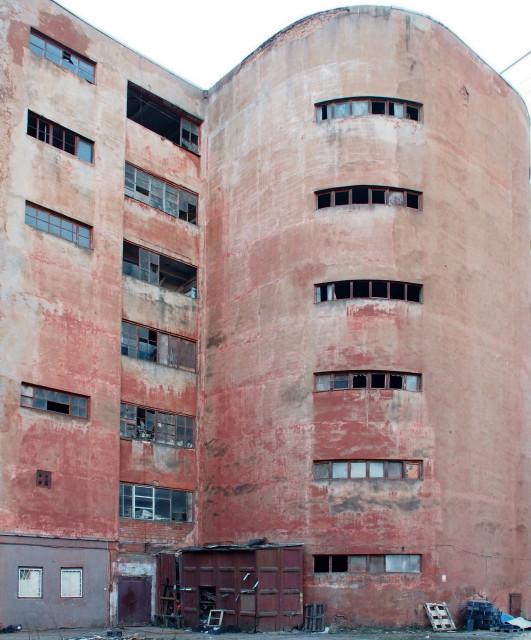 Название здания?