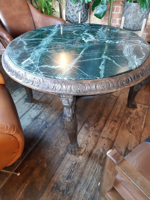 Где стоит этот львиный столик?